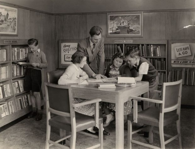 In the children's library. Image credit: Islington local history collection