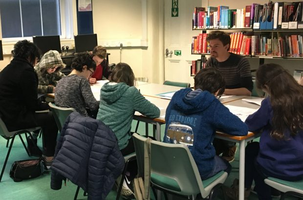 Alan working with a group of young people. Photo credit: East Sussex libraries